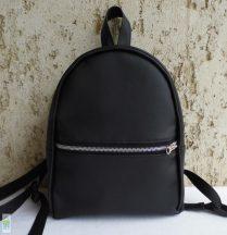 Fekete hátizsák
