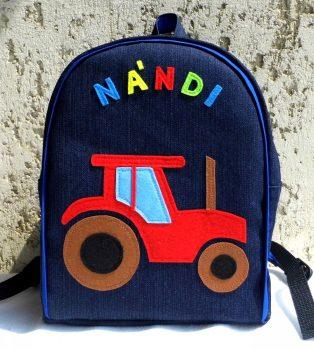 Piros traktoros hátizsák